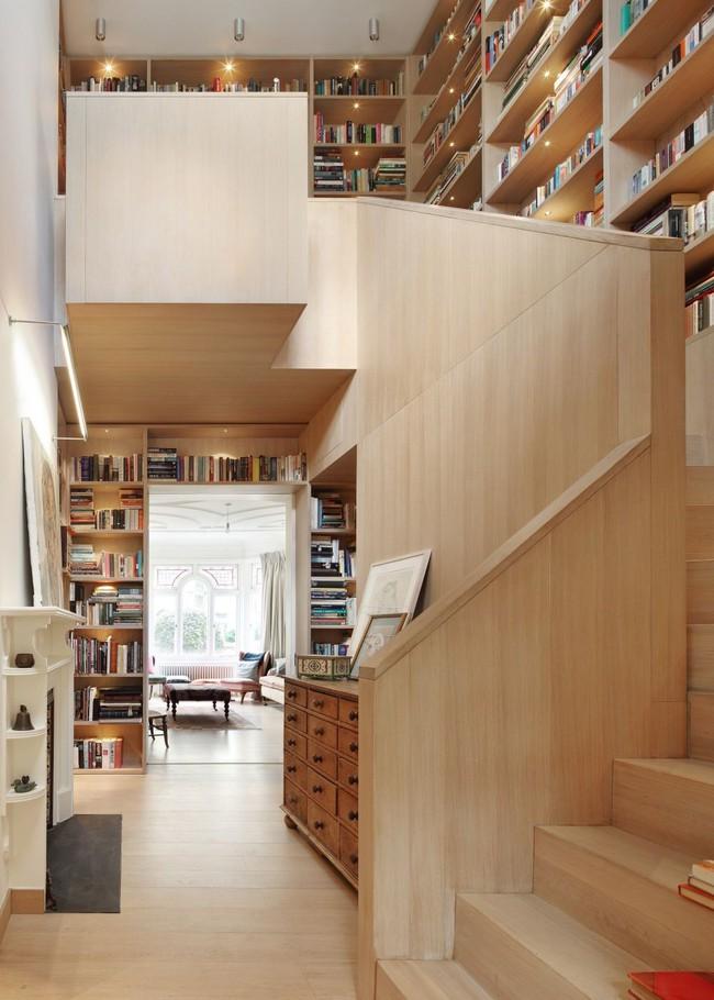 Tận dụng cầu thang thành tủ sách đang trở thành xu hướng, có thiết kế khiến giới mộ điệu phải ngạc nhiên vì sự hoành tráng đến không tưởng - Ảnh 5.