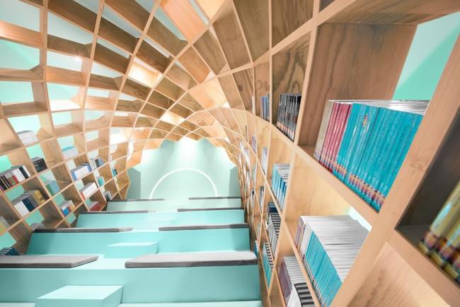 Tận dụng cầu thang thành tủ sách đang trở thành xu hướng, có thiết kế khiến giới mộ điệu phải ngạc nhiên vì sự hoành tráng đến không tưởng - Ảnh 6.