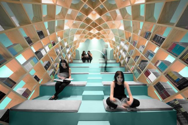 Tận dụng cầu thang thành tủ sách đang trở thành xu hướng, có thiết kế khiến giới mộ điệu phải ngạc nhiên vì sự hoành tráng đến không tưởng - Ảnh 7.