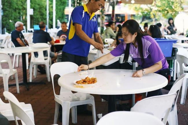 Nổi tiếng sạch nhất thế giới nhưng người dân Singapore ngày càng lười và ở bẩn, ăn xong đến khay cũng không thèm dọn - Ảnh 7.