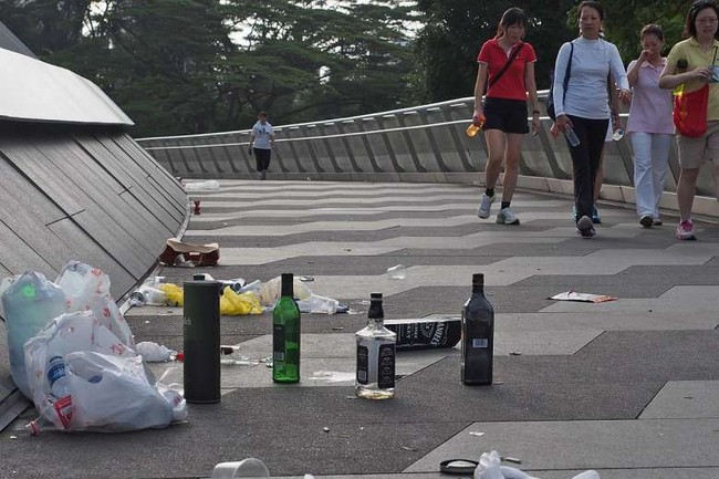 Nổi tiếng sạch nhất thế giới nhưng người dân Singapore ngày càng lười và ở bẩn, ăn xong đến khay cũng không thèm dọn - Ảnh 8.