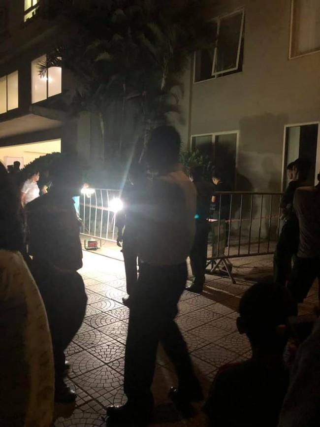 Hà Nội: Bố mẹ vắng nhà, bé gái 4 tuổi rơi từ tầng 12 chung cư xuống đất tử vong - Ảnh 1.