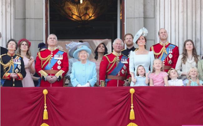 Người dùng mạng chỉ ra bằng chứng cho thấy Công nương Kate cố tình loại em dâu Meghan ra khỏi gia đình hoàng gia, mâu thuẫn xích mích là có thật - Ảnh 2.