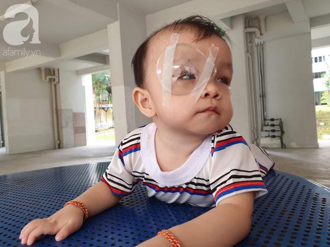 Bé trai 15 tháng tuổi có nguy cơ mù vĩnh viễn, người mẹ trẻ khóc cạn nước mắt đi tìm ánh sáng cho con - Ảnh 7.