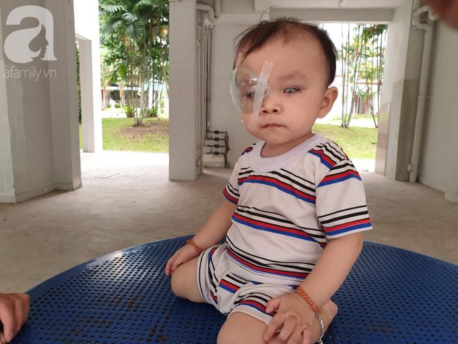 Bé trai 15 tháng tuổi có nguy cơ mù vĩnh viễn, người mẹ trẻ khóc cạn nước mắt đi tìm ánh sáng cho con - Ảnh 14.