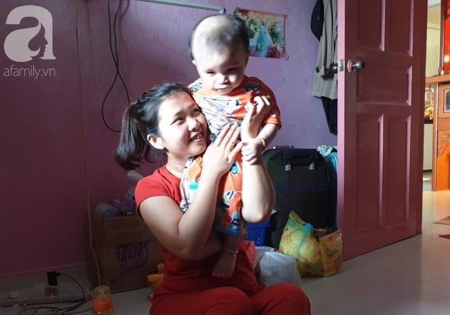 Bé trai 15 tháng tuổi có nguy cơ mù vĩnh viễn, người mẹ trẻ khóc cạn nước mắt đi tìm ánh sáng cho con - Ảnh 12.