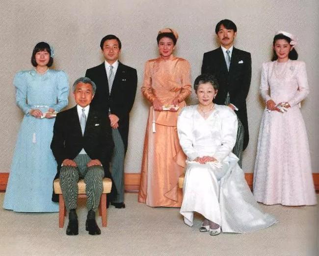 Hoàng hậu Michiko đã phá vỡ quy tắc nuôi dạy của Hoàng gia Nhật như thế nào mà khiến cả dân Nhật ngưỡng mộ và tự hào - Ảnh 6.