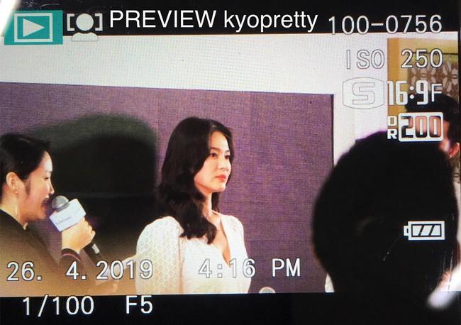Ảnh chụp vội Jeon Ji Hyun và Song Hye Kyo cùng ngày dự sự kiện: Một người đẹp đến mức lấn át luôn đối phương - Ảnh 7.