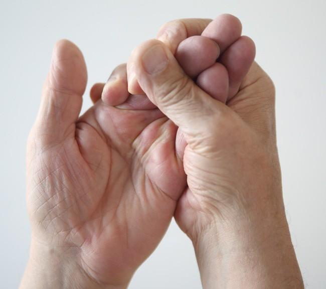 Nguyên nhân dẫn đến bệnh tê tay - Ảnh 3