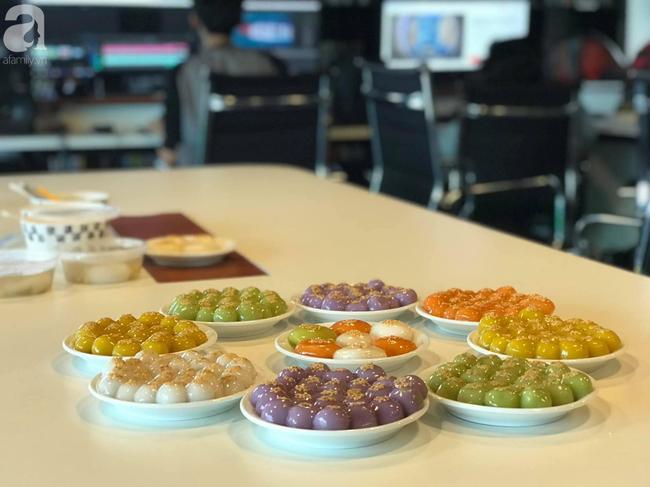 Dân công sở rộn ràng khoe không khí Tết Hàn thực sớm ở khắp công ty, đem cả bếp lên văn phòng nặn bánh trôi - Ảnh 11.