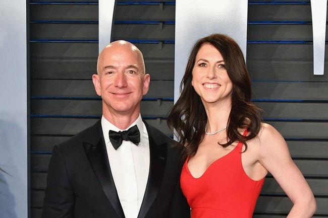 Vợ chồng tỷ phú giàu nhất thế giới chính thức ly hôn: Vợ nhận phần khiêm tốn, chồng đăng đàn biết ơn vợ cũ sâu sắc - Ảnh 2.
