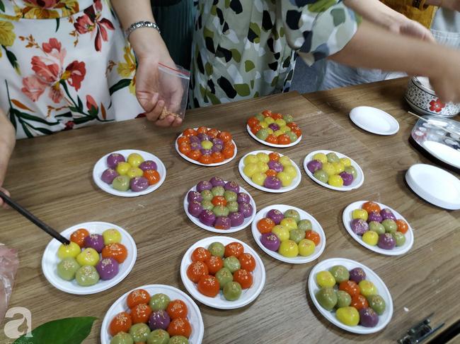 Dân công sở rộn ràng khoe không khí Tết Hàn thực sớm ở khắp công ty, đem cả bếp lên văn phòng nặn bánh trôi - Ảnh 5.