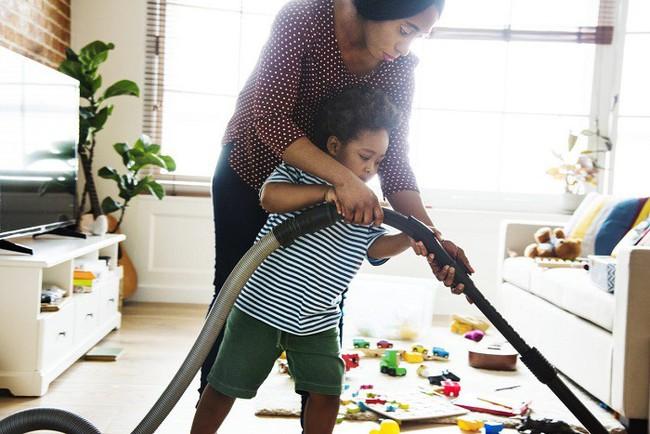 Mách mẹ 7 bí kíp dạy con cách tự dọn dẹp sau khi bày bừa - Ảnh 3.