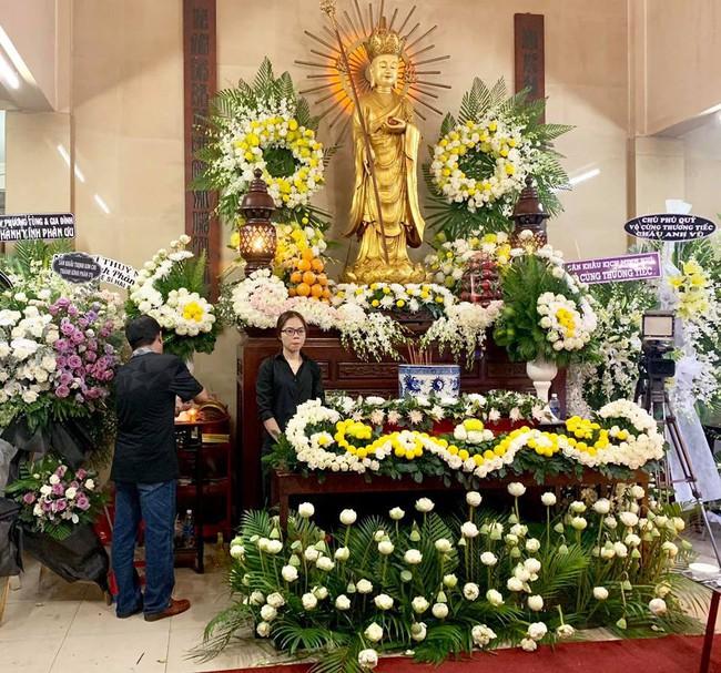 Trịnh Kim Chi khóc ngất khi tới viếng nghệ sĩ Anh Vũ, nghẹn ngào nói lời tiễn biệt người bạn thân thiết  - Ảnh 4.