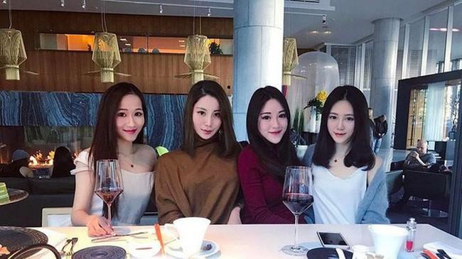 Cuộc sống xa hoa của tiểu thư có chiếc cằm đẹp nhất Trung Quốc: Bố mẹ cho chục tỷ mỗi tháng để tiêu xài, muốn xuất bản hẳn cuốn tạp chí về cách sống sang chảnh - Ảnh 6.
