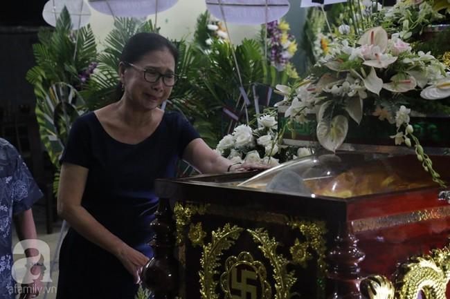 Nhìn nghệ sĩ Lê Bình vẫn đội chiếc mũ quen thuộc lúc nhập quan, nhiều người xúc động rơi nước mắt - Ảnh 24.