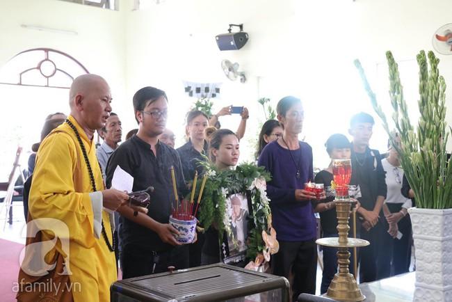 Nhìn nghệ sĩ Lê Bình vẫn đội chiếc mũ quen thuộc lúc nhập quan, nhiều người xúc động rơi nước mắt - Ảnh 11.