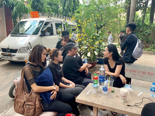 Nhìn nghệ sĩ Lê Bình vẫn đội chiếc mũ quen thuộc lúc nhập quan, nhiều người xúc động rơi nước mắt - Ảnh 17.