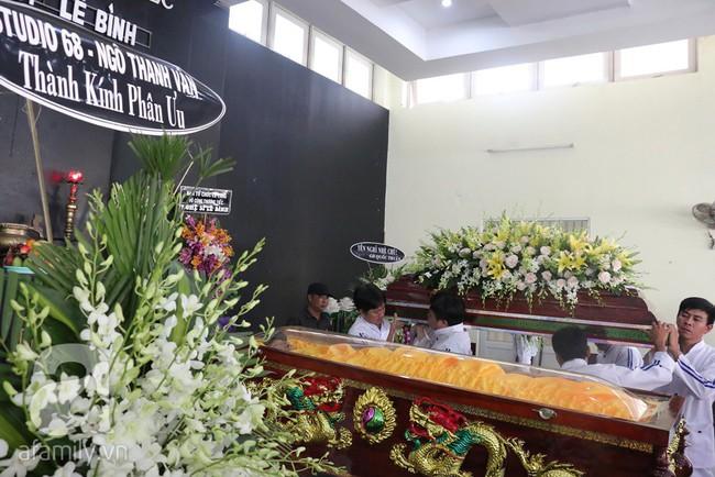 Nhìn nghệ sĩ Lê Bình vẫn đội chiếc mũ quen thuộc lúc nhập quan, nhiều người xúc động rơi nước mắt - Ảnh 8.