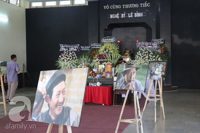 Nhìn nghệ sĩ Lê Bình vẫn đội chiếc mũ quen thuộc lúc nhập quan, nhiều người xúc động rơi nước mắt - Ảnh 15.