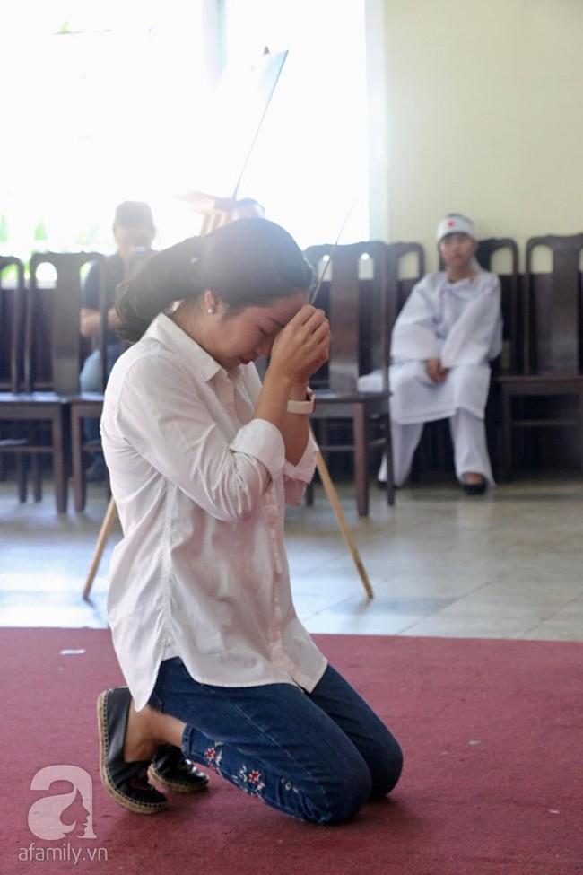 Nhìn nghệ sĩ Lê Bình vẫn đội chiếc mũ quen thuộc lúc nhập quan, nhiều người xúc động rơi nước mắt - Ảnh 14.