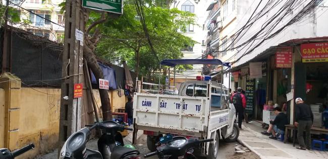 Hà Nội: Nữ tài xế lái Camry lùi xe, nghi đạp nhầm chân ga khiến một phụ nữ tử vong thương tâm - Ảnh 6.
