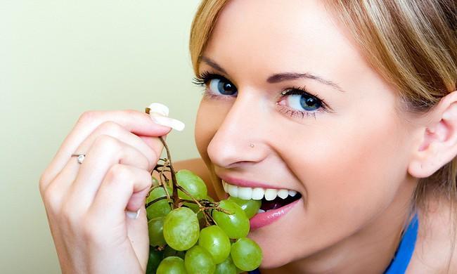 Chuyện gì sẽ xảy ra nếu bạn ăn nho mỗi ngày trong vòng một tháng? - Ảnh 2.
