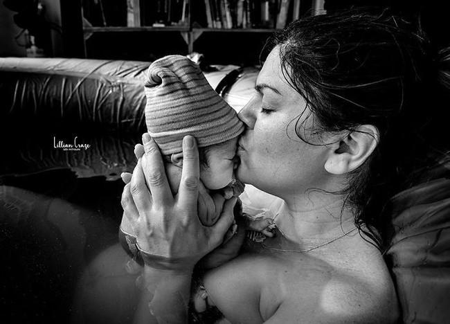 Cùng ngắm bộ ảnh tuyệt vời lột tả chính xác những điều chẳng ai kể khi mẹ sinh con - Ảnh 11.