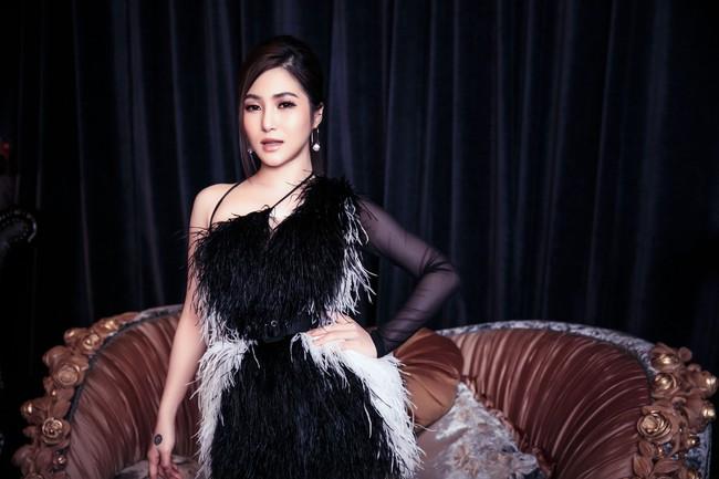 Hương Tràm phải tiêm thuốc kháng sinh để có thể hát trong đêm diễn tạm biệt khán giả Hà Nội  - Ảnh 10.