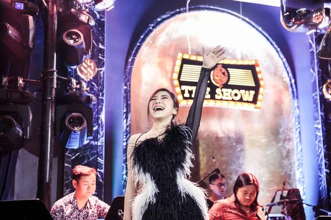 Hương Tràm phải tiêm thuốc kháng sinh để có thể hát trong đêm diễn tạm biệt khán giả Hà Nội  - Ảnh 9.