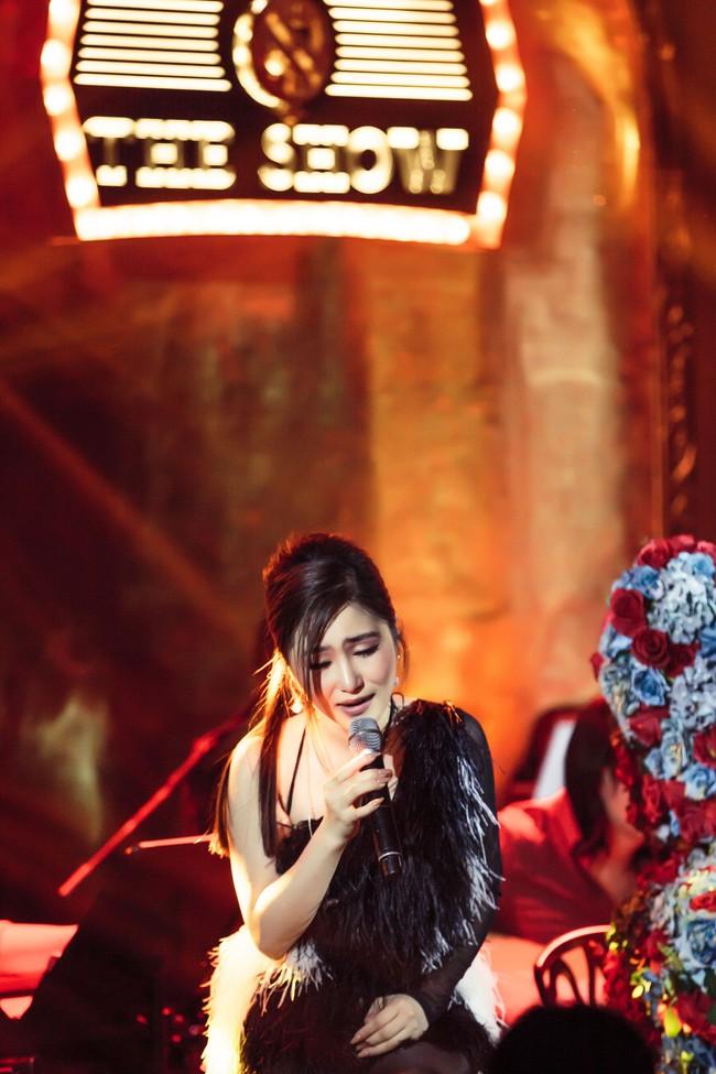 Hương Tràm phải tiêm thuốc kháng sinh để có thể hát trong đêm diễn tạm biệt khán giả Hà Nội  - Ảnh 2.