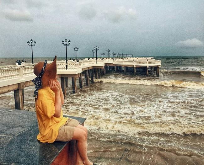 Không thể ngờ ở ngay gần Hà Nội cũng có khu cầu cảng trắng muốt mang hơi thở châu Âu thế này - Ảnh 10.