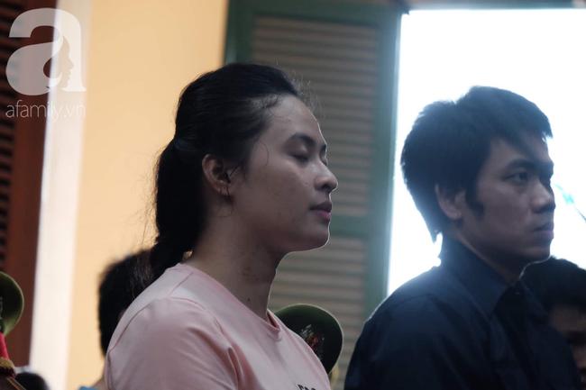 Ảnh: Hot girl Ngọc Miu và Văn Kính Dương cười tươi khi tòa trả hồ sơ, người nhà bật khóc cố níu xe chở phạm nhân - Ảnh 5.