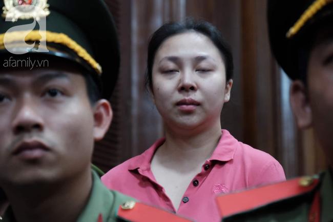 Ảnh: Hot girl Ngọc Miu và Văn Kính Dương cười tươi khi tòa trả hồ sơ, người nhà bật khóc cố níu xe chở phạm nhân - Ảnh 6.
