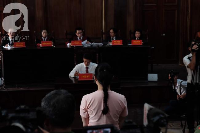 Ảnh: Hot girl Ngọc Miu và Văn Kính Dương cười tươi khi tòa trả hồ sơ, người nhà bật khóc cố níu xe chở phạm nhân - Ảnh 7.