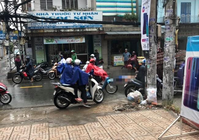TP.HCM: Đi báo tin bà ngoại mất lúc trời mưa lớn, thiếu nữ 16 tuổi chết thảm dưới bánh xe tải - Ảnh 3.