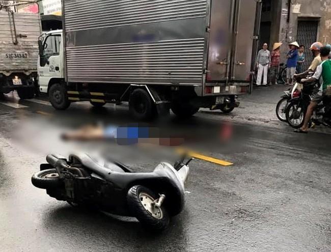 TP.HCM: Đi báo tin bà ngoại mất lúc trời mưa lớn, thiếu nữ 16 tuổi chết thảm dưới bánh xe tải - Ảnh 1.