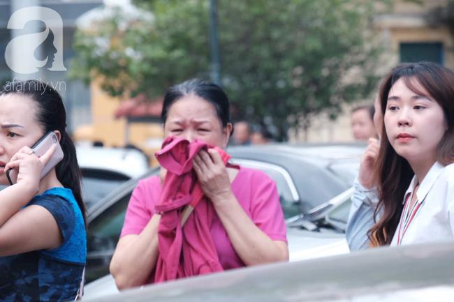 Ảnh: Hot girl Ngọc Miu và Văn Kính Dương cười tươi khi tòa trả hồ sơ, người nhà bật khóc cố níu xe chở phạm nhân - Ảnh 19.