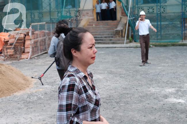 Ảnh: Hot girl Ngọc Miu và Văn Kính Dương cười tươi khi tòa trả hồ sơ, người nhà bật khóc cố níu xe chở phạm nhân - Ảnh 18.