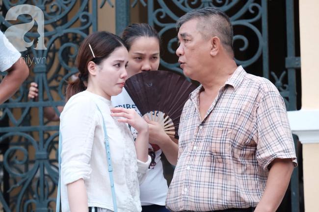 Ảnh: Hot girl Ngọc Miu và Văn Kính Dương cười tươi khi tòa trả hồ sơ, người nhà bật khóc cố níu xe chở phạm nhân - Ảnh 15.