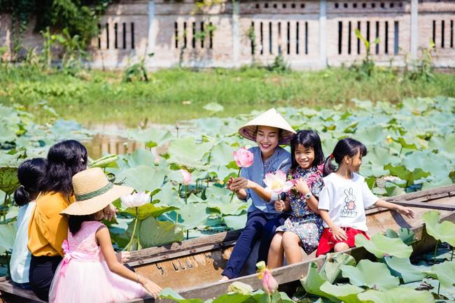 Á hậu Hoàng Oanh bất ngờ tiết lộ có 10 người con nuôi  - Ảnh 9.