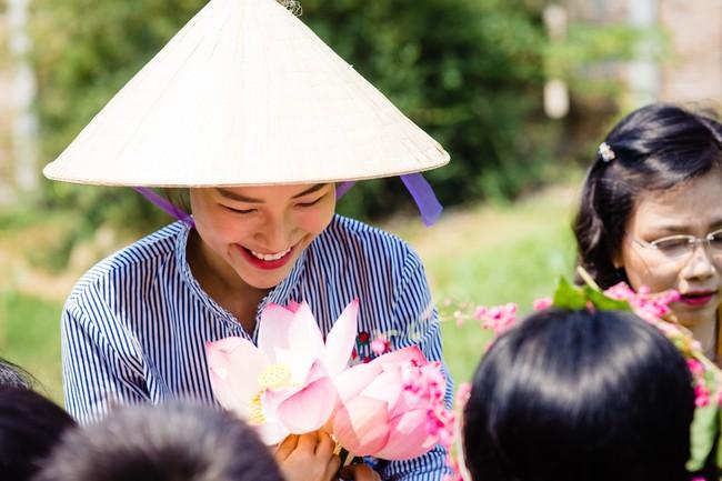 Á hậu Hoàng Oanh bất ngờ tiết lộ có 10 người con nuôi  - Ảnh 7.