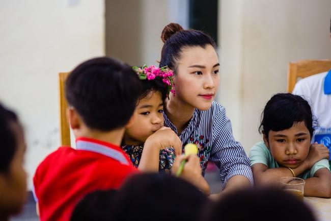 Á hậu Hoàng Oanh bất ngờ tiết lộ có 10 người con nuôi  - Ảnh 4.