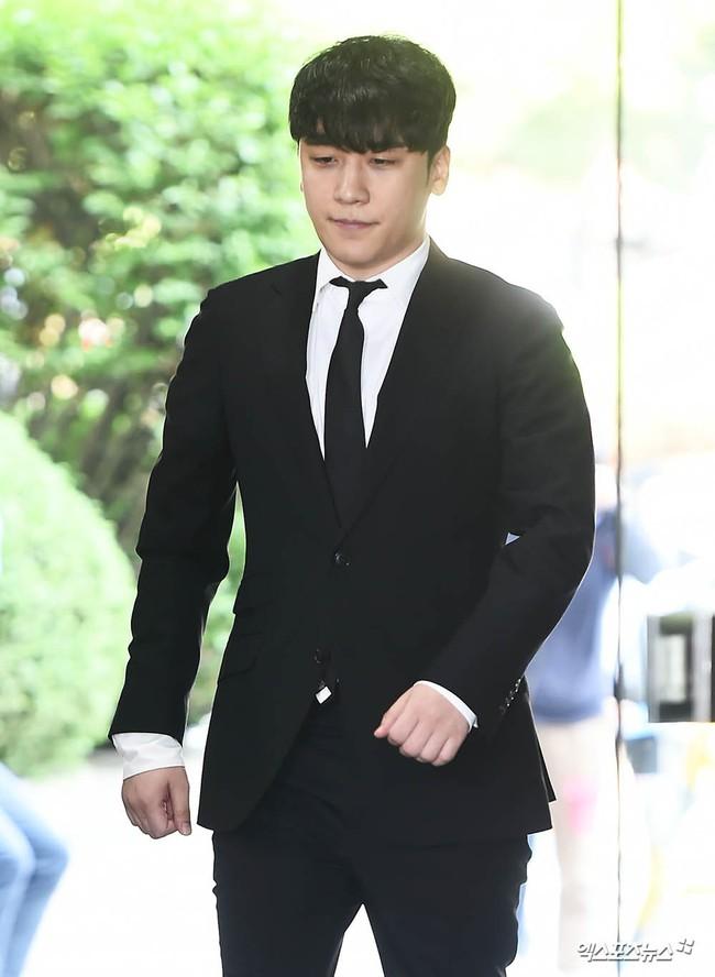 Seungri cuối cùng đã có mặt tại tòa để chờ lệnh bắt: Vẫn bình tĩnh dù cảnh sát xác nhận giữ bằng chứng mua dâm - Ảnh 6.