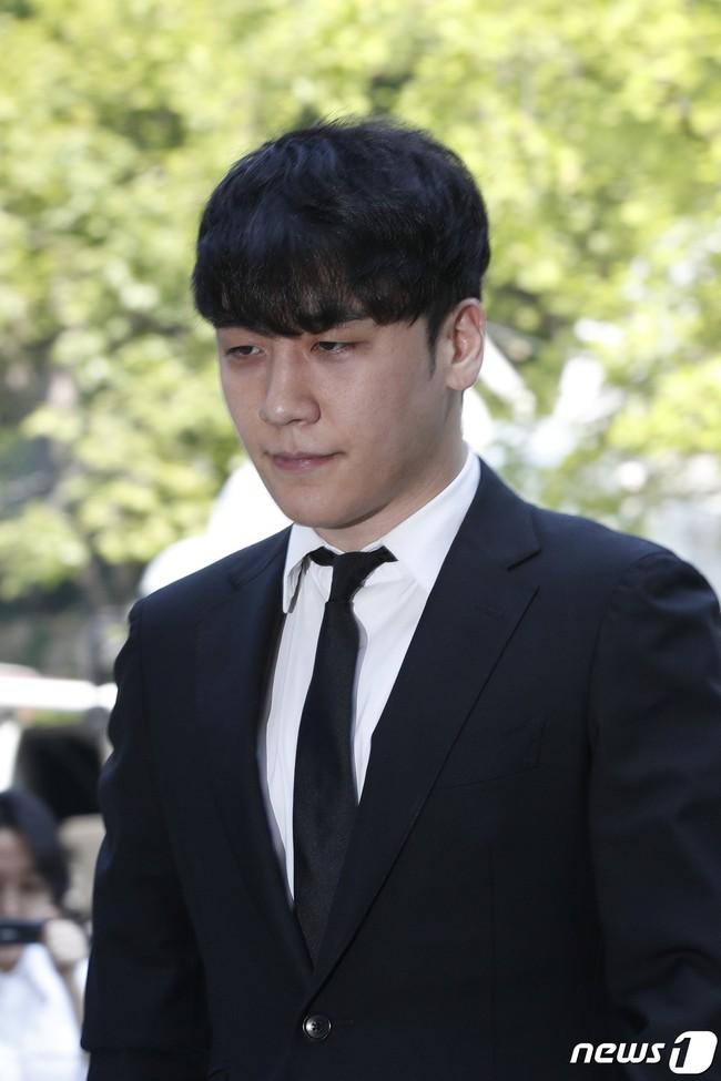 Seungri cuối cùng đã có mặt tại tòa để chờ lệnh bắt: Vẫn bình tĩnh dù cảnh sát xác nhận giữ bằng chứng mua dâm - Ảnh 8.