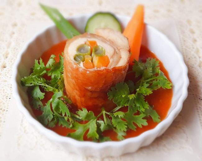 Bữa tối ngon đẹp như nhà hàng với món gà cuộn rau củ nướng thơm phức - Ảnh 4.