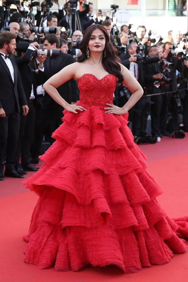 Những bộ đầm đỏ đẹp nhất qua các mùa Cannes: Phạm Băng Băng với xưng danh nữ hoàng thảm đỏ nhưng vẫn thua hẳn Lý Nhã Kỳ - Ảnh 9.