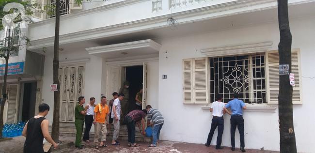 Hà Nội: Khu phố hoảng loạn vì đám cháy bất ngờ, nghi do chập điện trong ngôi nhà không có người ở - Ảnh 4.