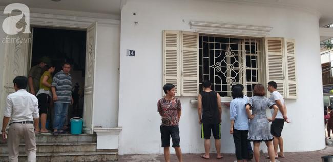 Hà Nội: Khu phố hoảng loạn vì đám cháy bất ngờ, nghi do chập điện trong ngôi nhà không có người ở - Ảnh 3.