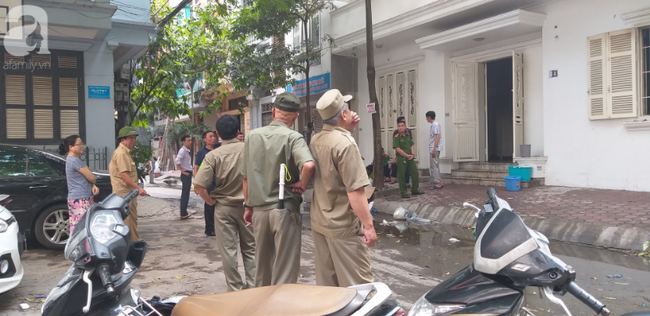 Hà Nội: Khu phố hoảng loạn vì đám cháy bất ngờ, nghi do chập điện trong ngôi nhà không có người ở - Ảnh 1.